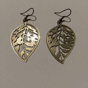 Vintage Gold tone leaf filigree earrings